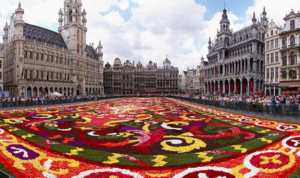 Flower Carpet, Brussels By Wouter Hagens - Own work, CC BY-SA 3.0, https://commons.wikimedia.org/w/index.php?curid=4633657